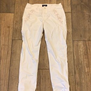 American Eagle Stretch White Pants Embroidered 6
